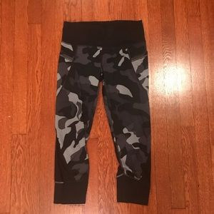 Athleta Capri camo legging